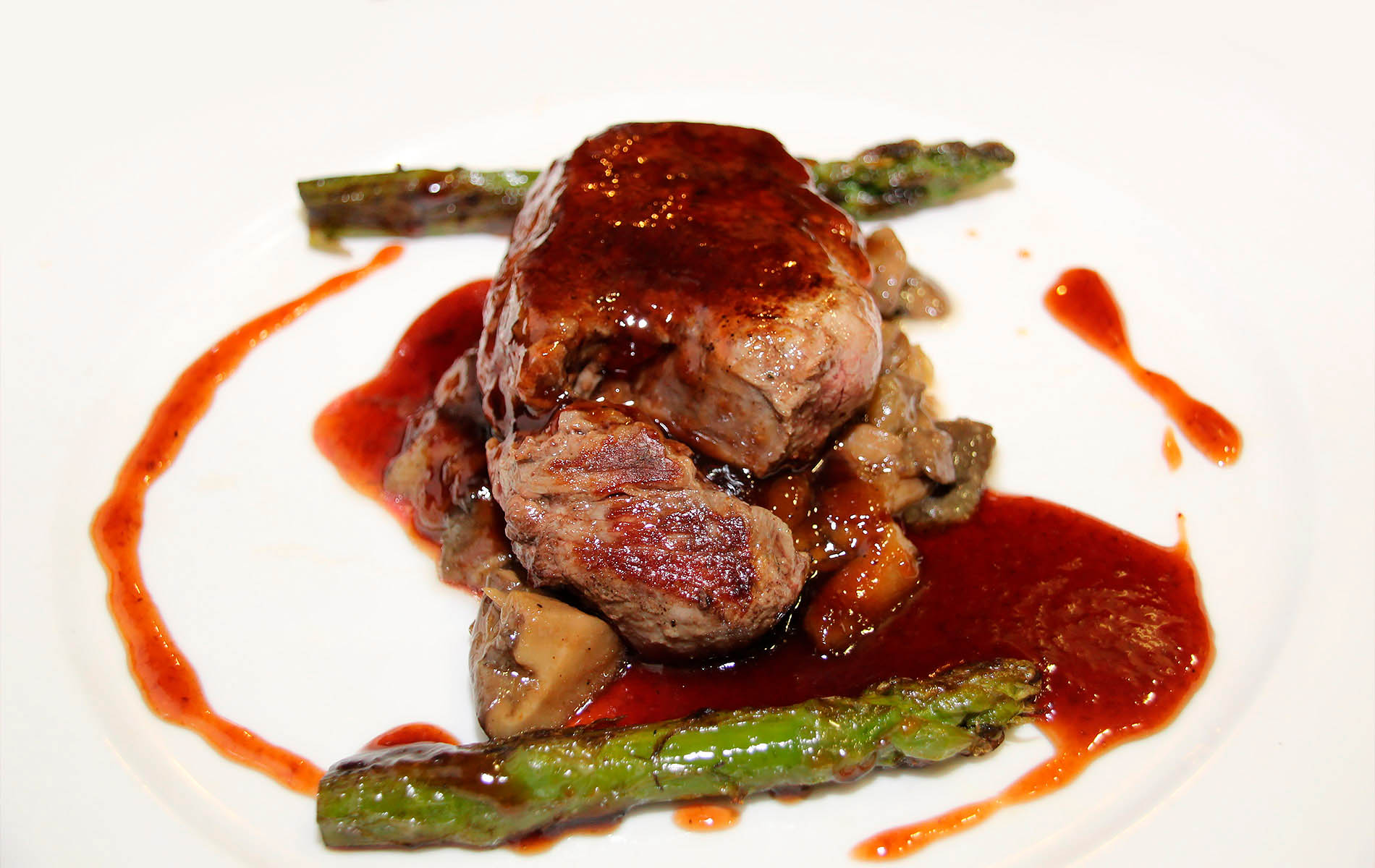 Filete de ternera de Girona con foie fresco y salsa de uvas